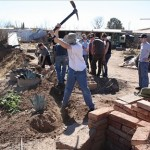 Andrew Kniss and the group helping at Dougla Prieta Trabaja.