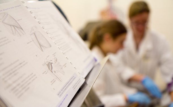 Dr. Greta Ann Herin leads Mammalian Anatomy class at Eastern Mennonite University