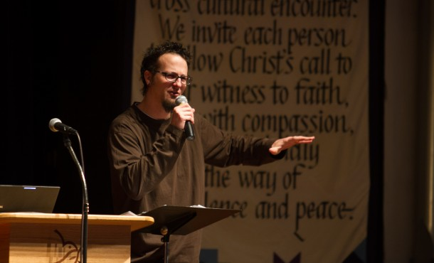 Shane Claibourne, Christian activist and bestselling author, addresses hundreds in Lehman Auditorium of Eastern Mennonite University on lessons to be drawn from Martin Luther King Jr. (Photo by Lindsey Kolb)